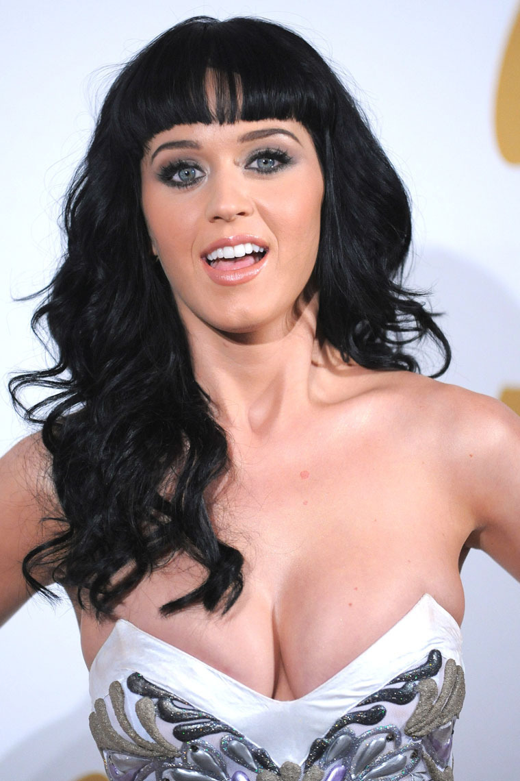 Katy-Perry-hot-cleavage-photo