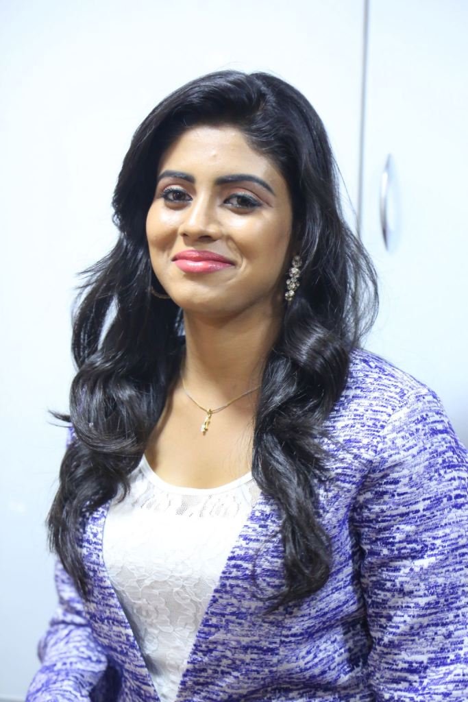 iniya-latest-new-hot