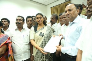 ACTRESS-ROJA-MEETS-SOUTHERN-RAILWAY-GENERAL-MANAGER-3