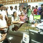 ACTRESS-ROJA-MEETS-SOUTHERN-RAILWAY-GENERAL-MANAGER-6