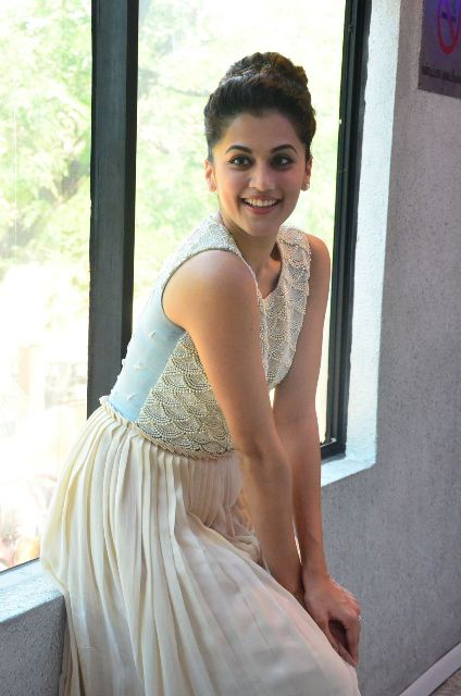 taapsee-latest-stills-03