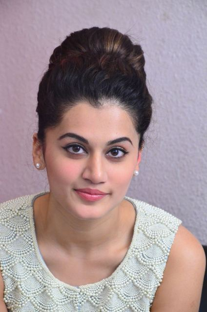 taapsee-latest-stills-06