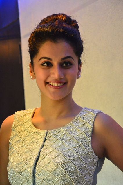 taapsee-latest-stills-10