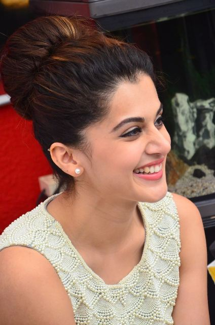 taapsee-latest-stills-11