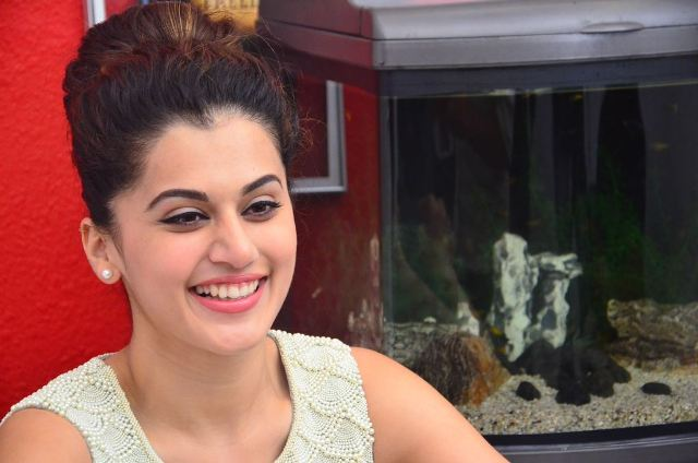 taapsee-latest-stills-12