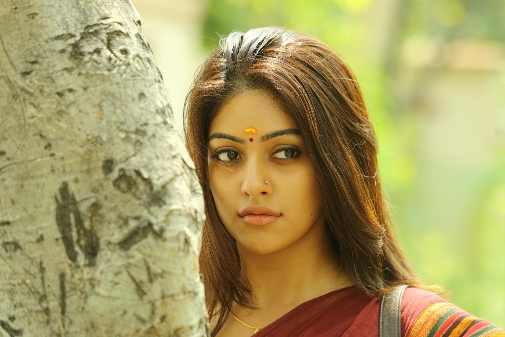 thupparivaalan-anu-hot-stills
