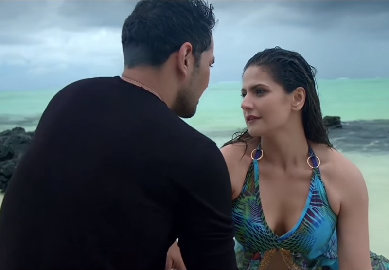 aksar-2-zareen-khan-cleavage-stills