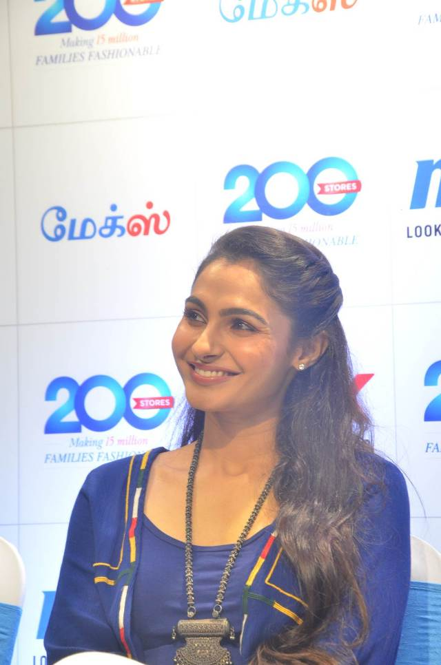 andrea_jeremiah_launches_200th_max_fashion_02