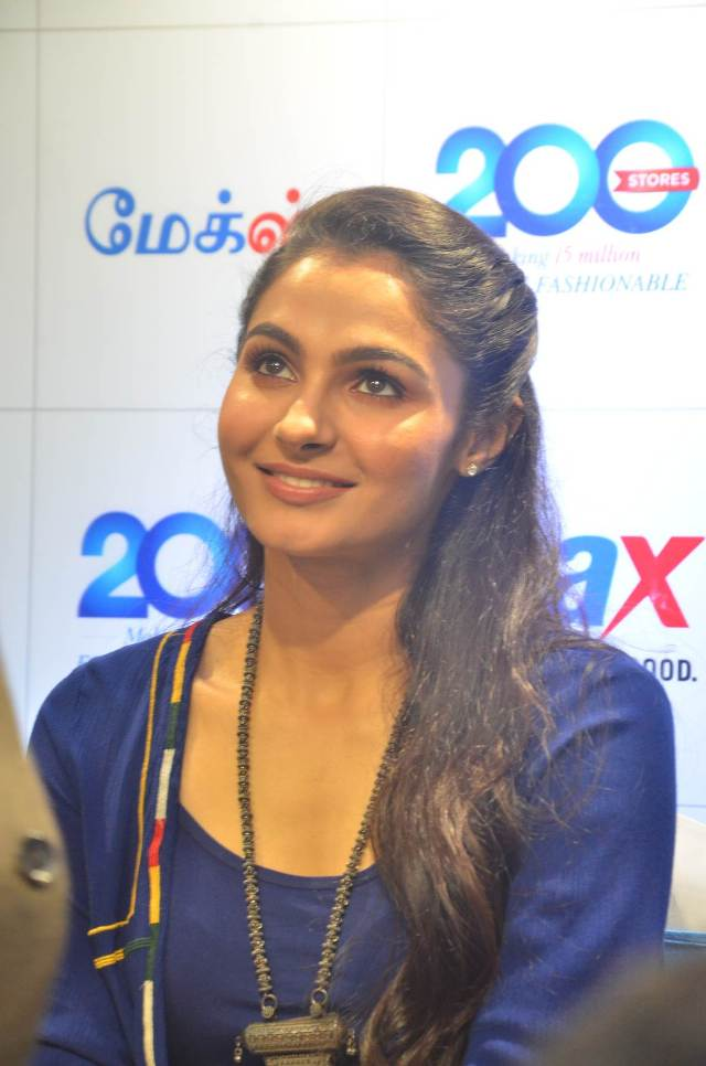 andrea_jeremiah_launches_200th_max_fashion_04