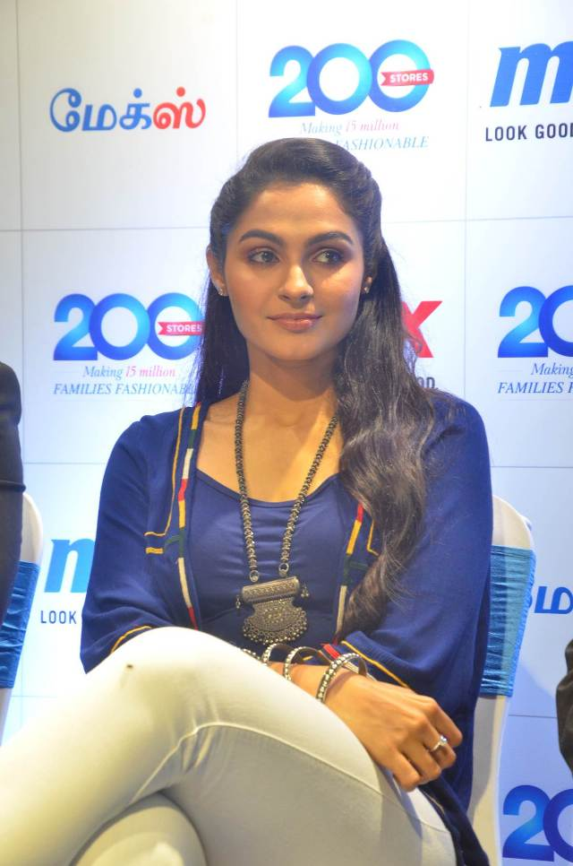 andrea_jeremiah_launches_200th_max_fashion_06