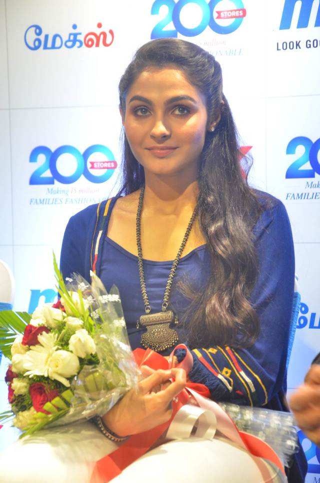 andrea_jeremiah_launches_200th_max_fashion_08