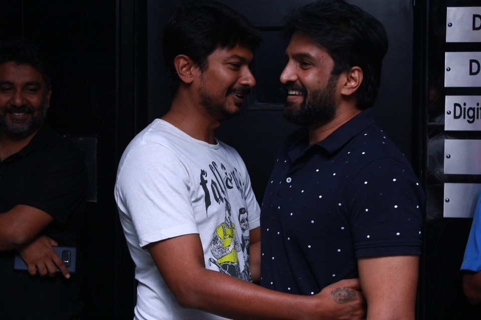 celebrities_at_Ippadai_vellum_special_show_Photos_santhanam_udhayanidhi_