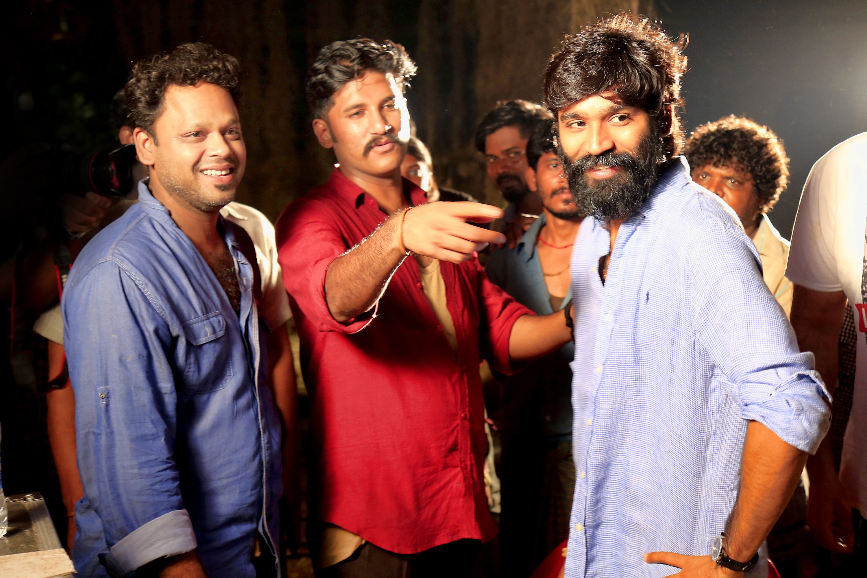 dhanush_recent_still_bread_getup_5