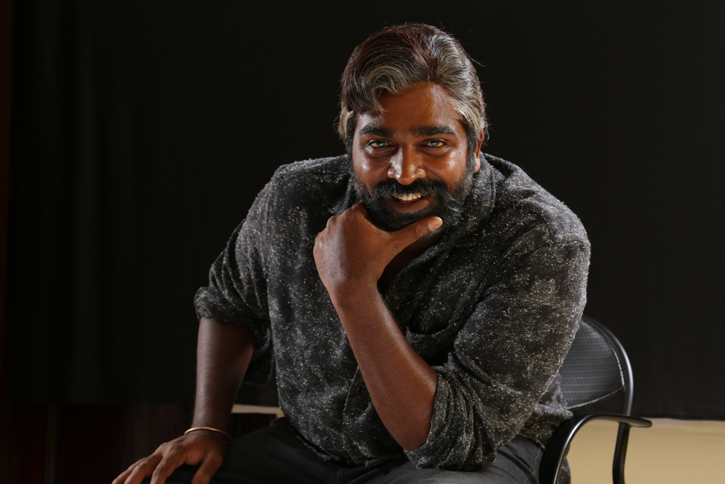 oru_nalla_naal_paathu_solren_vijaysethupathi_salt_and_pepper_mass_look_3