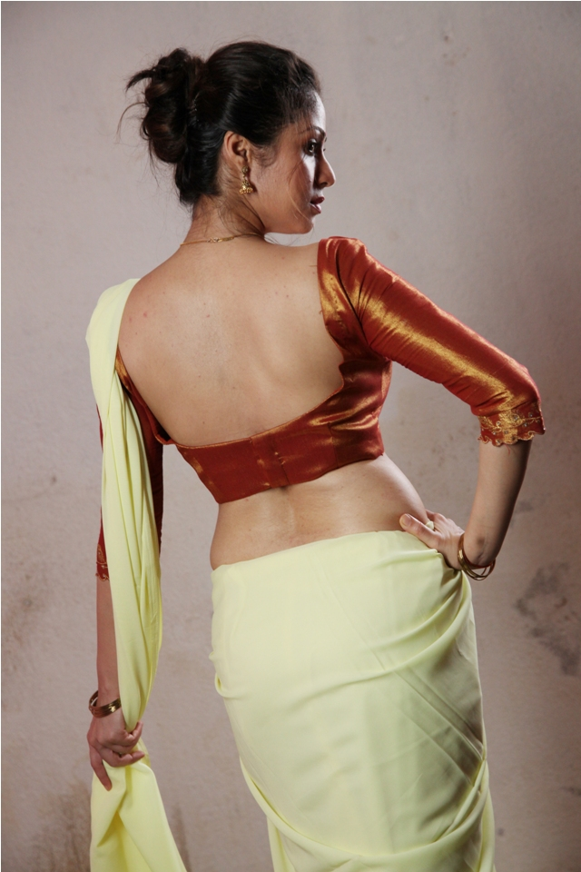 sadha_hot_saree_torch_light_2