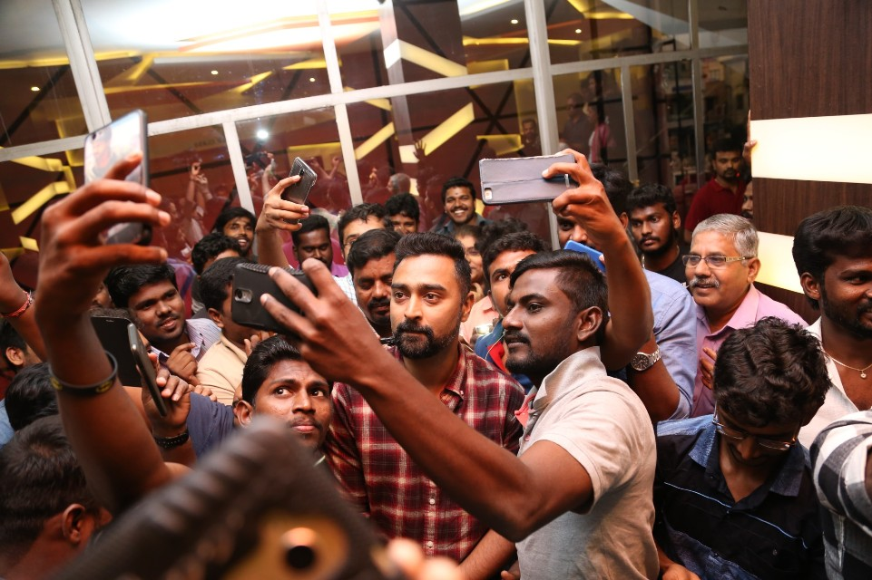 thiruttuppayale_2_success_celebration_with_audience_Kasi_theater_and_kamala_cinemas_01