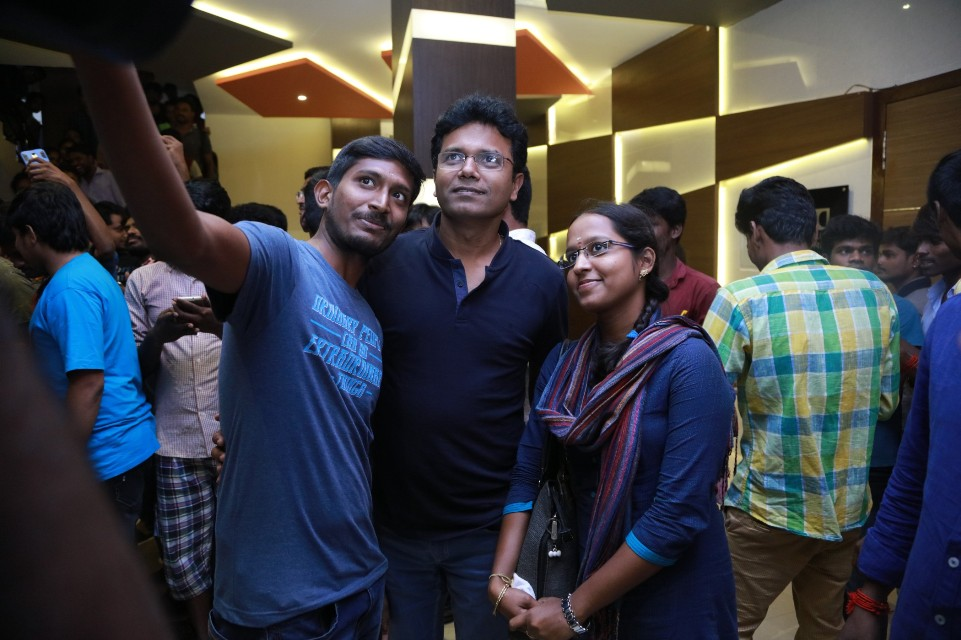 thiruttuppayale_2_success_celebration_with_audience_Kasi_theater_and_kamala_cinemas_03