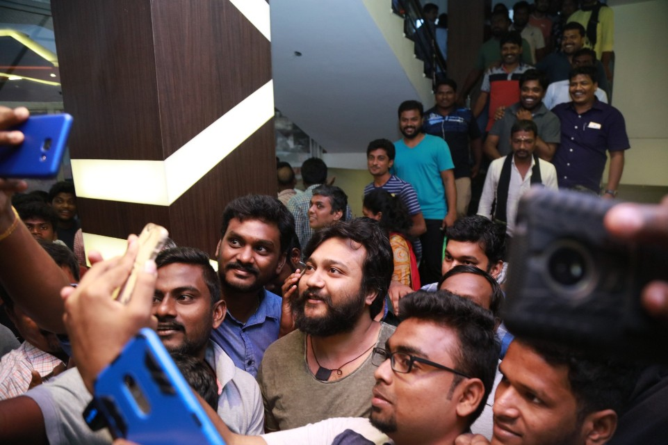 thiruttuppayale_2_success_celebration_with_audience_Kasi_theater_and_kamala_cinemas_04