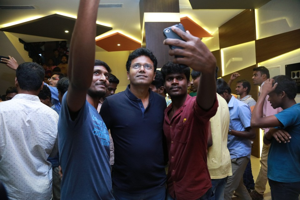 thiruttuppayale_2_success_celebration_with_audience_Kasi_theater_and_kamala_cinemas_05