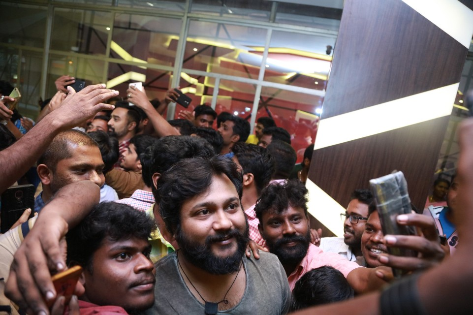 thiruttuppayale_2_success_celebration_with_audience_Kasi_theater_and_kamala_cinemas_06
