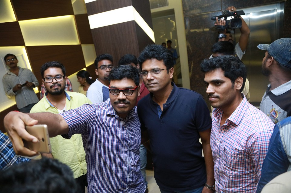 thiruttuppayale_2_success_celebration_with_audience_Kasi_theater_and_kamala_cinemas_07