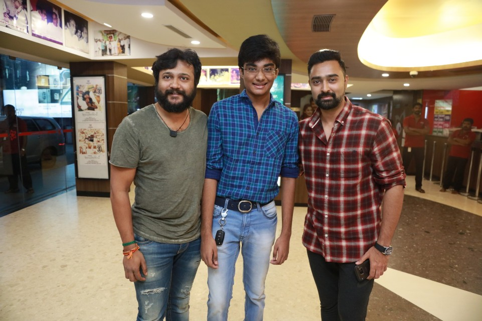 thiruttuppayale_2_success_celebration_with_audience_Kasi_theater_and_kamala_cinemas_08