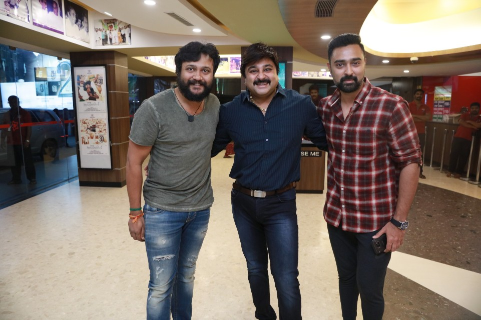 thiruttuppayale_2_success_celebration_with_audience_Kasi_theater_and_kamala_cinemas_09
