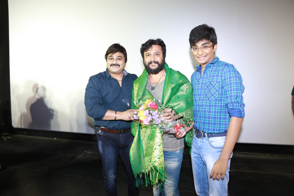 thiruttuppayale_2_success_celebration_with_audience_Kasi_theater_and_kamala_cinemas_19