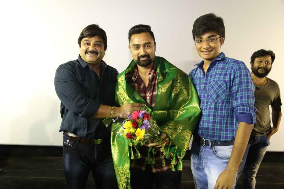 thiruttuppayale_2_success_celebration_with_audience_Kasi_theater_and_kamala_cinemas_20