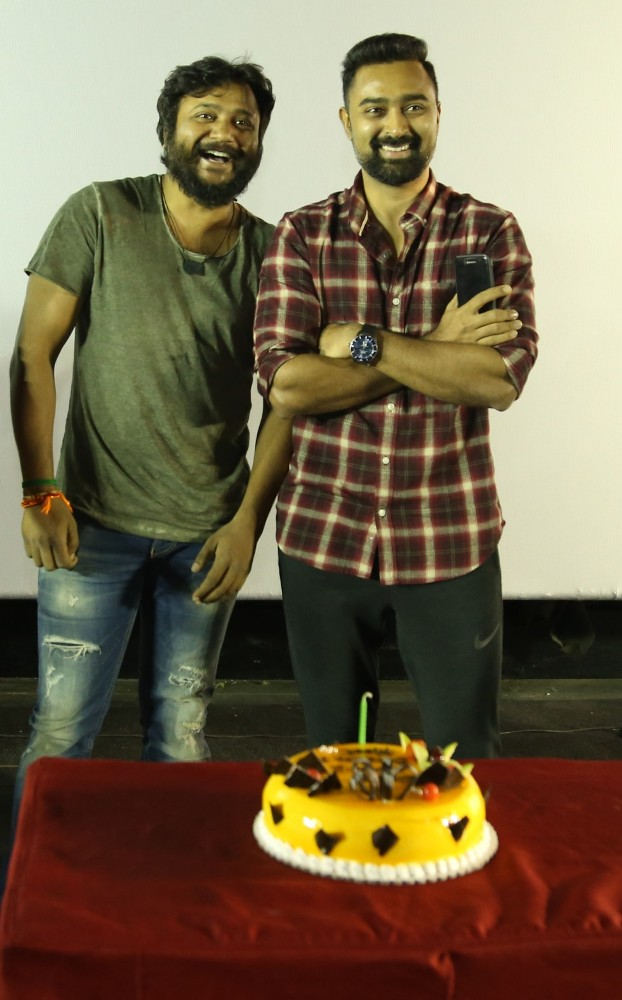 thiruttuppayale_2_success_celebration_with_audience_Kasi_theater_and_kamala_cinemas_23
