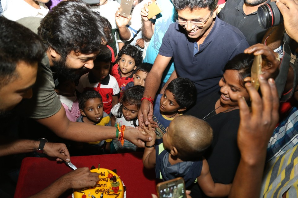 thiruttuppayale_2_success_celebration_with_audience_Kasi_theater_and_kamala_cinemas_30