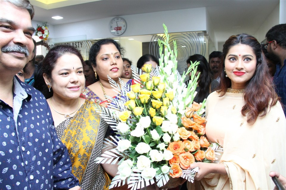 actress_sneha_opened_abc_clinic_01