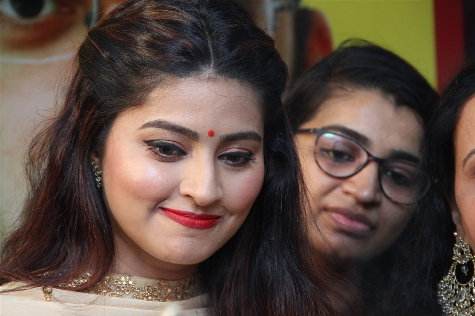 actress_sneha_opened_abc_clinic_12