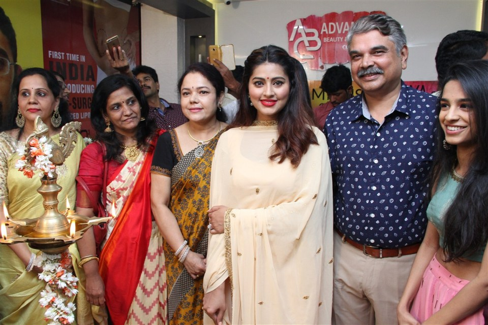 actress_sneha_opened_abc_clinic_17