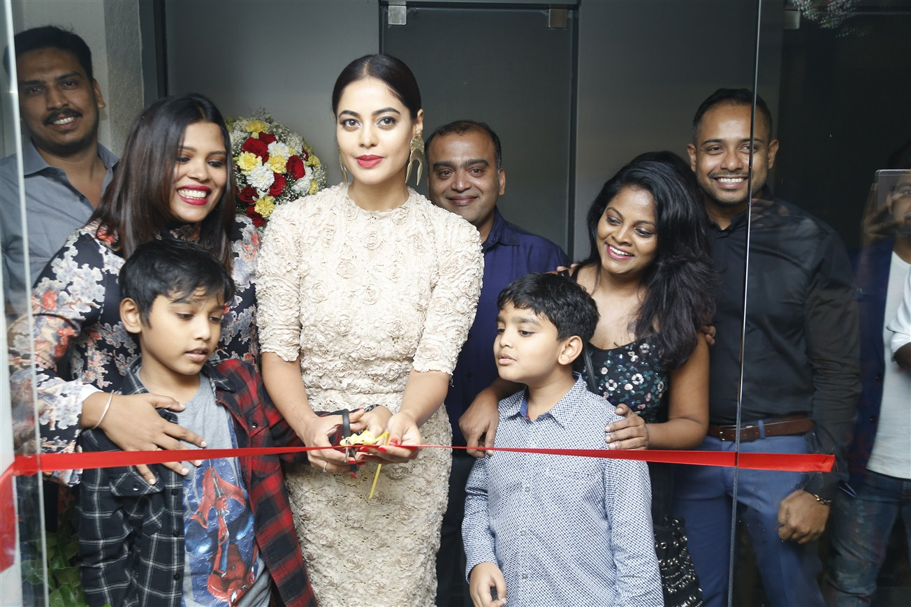 bindhu_mathavi_shop_opening_03