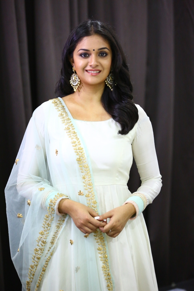 keerthi_suresh_latest_stills_chudi_01