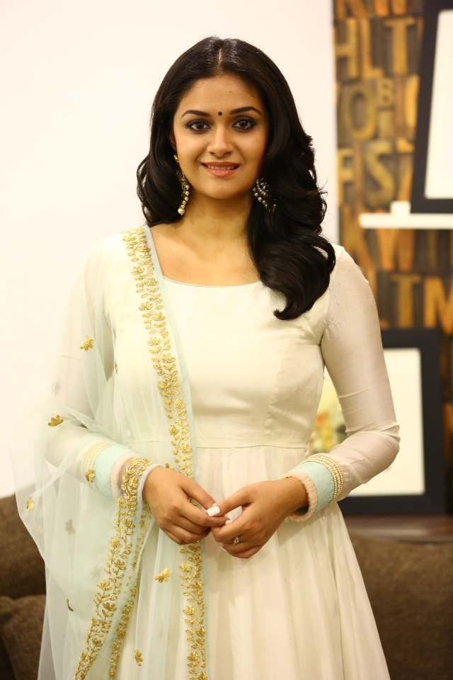 keerthi_suresh_latest_stills_chudi_08keerthi_suresh_latest_stills_chudi_08