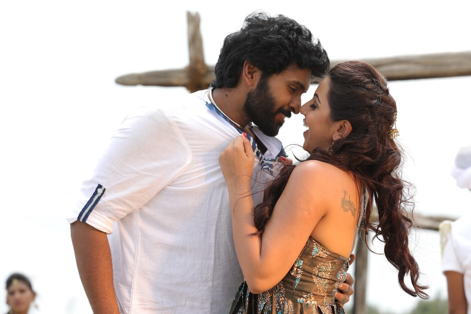 pakka_movie_stills_vikram_prabhu_nikkil_galrani_5