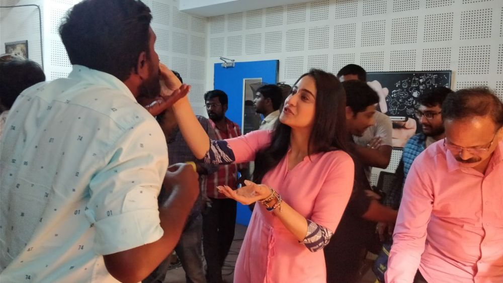 mr chandramouli regina cake cutting 3 Mr Chandramouli Shoot Spot