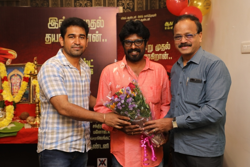 thimiru pudichavan movie poojai stills 07 Thimiru Pudichavan Movie Poojai Stills