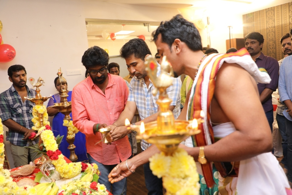 thimiru pudichavan movie poojai stills 14 Thimiru Pudichavan Movie Poojai Stills