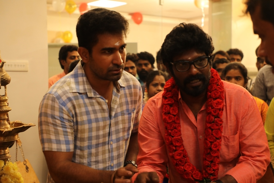 thimiru pudichavan movie poojai stills 18 Thimiru Pudichavan Movie Poojai Stills