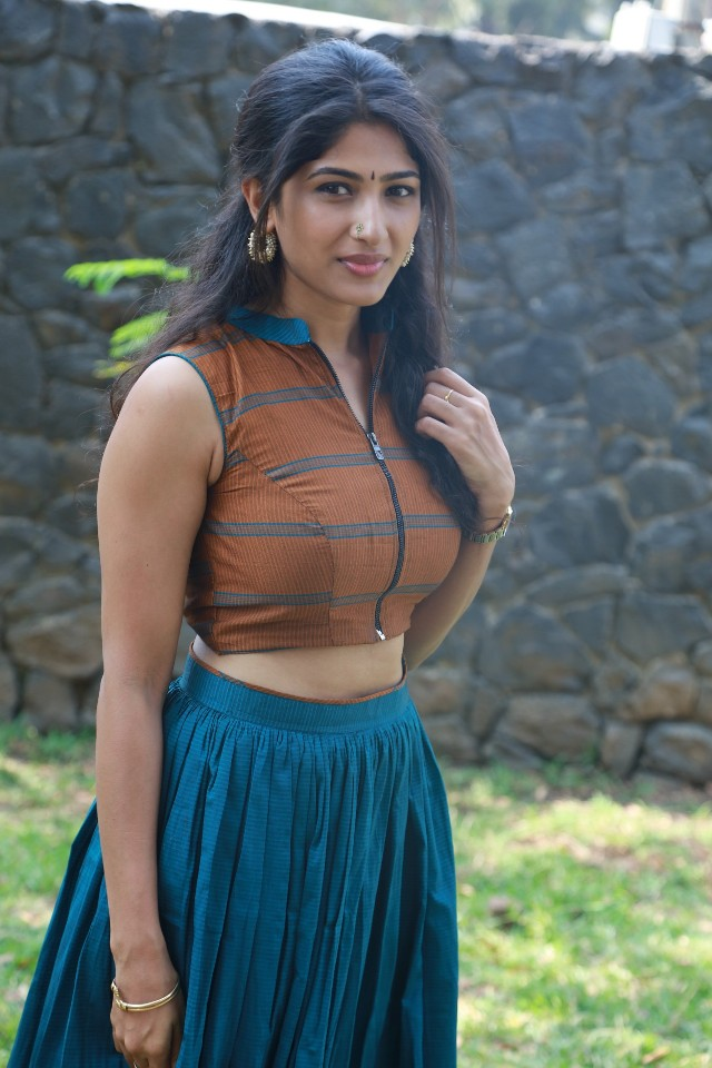 yemali_actress_roshini_hot_Stills_18