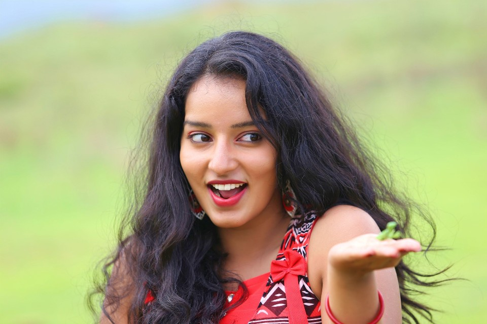 malavika_menon_hot_stills_16