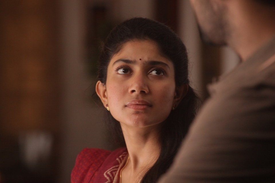 sai pallavi new stils 4 Sai Pallavi New Stills