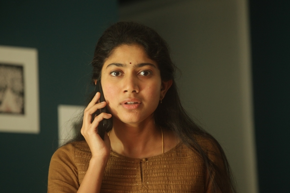 sai pallavi new stils 6 Sai Pallavi New Stills
