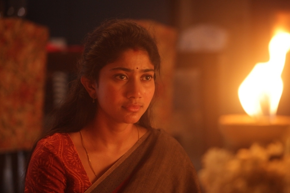 sai pallavi new stils 7 Sai Pallavi New Stills