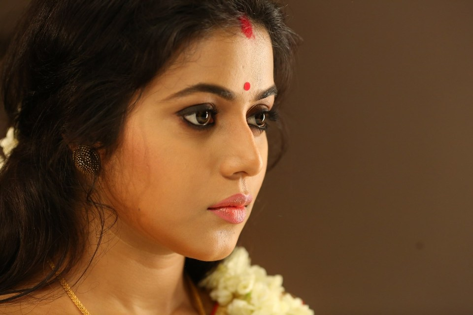poorna_new_stills_in_saree_3