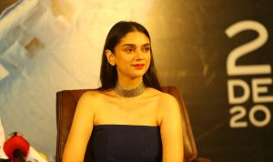Actractress-aditi-rao-hydari-hot-stills-1