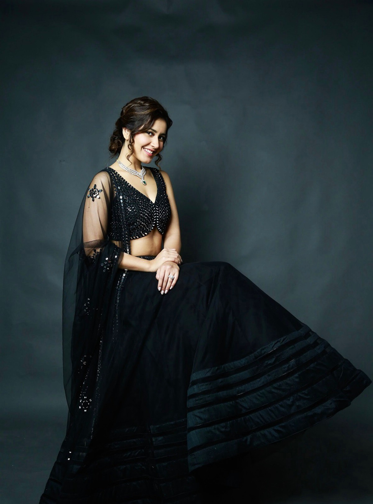 actress-rashi-khanna-latest-photoshoot-pictures-4